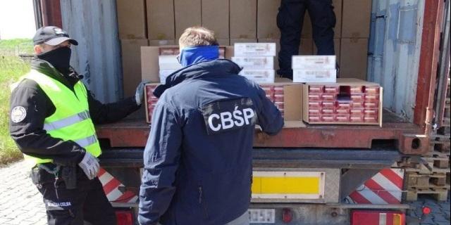 Ponad 9 mln sztuk nielegalnych papierosów przypłynęło z Chin do Polski