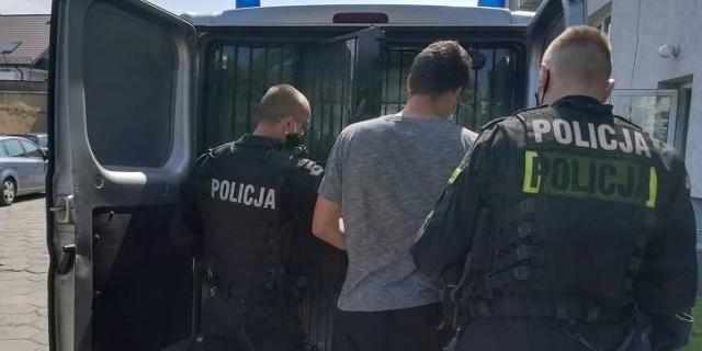Szokujące sceny w Kutnie, młode osoby zaatakowane maczetą. Policja ustaliła sprawców, trzy osoby zatrzymane